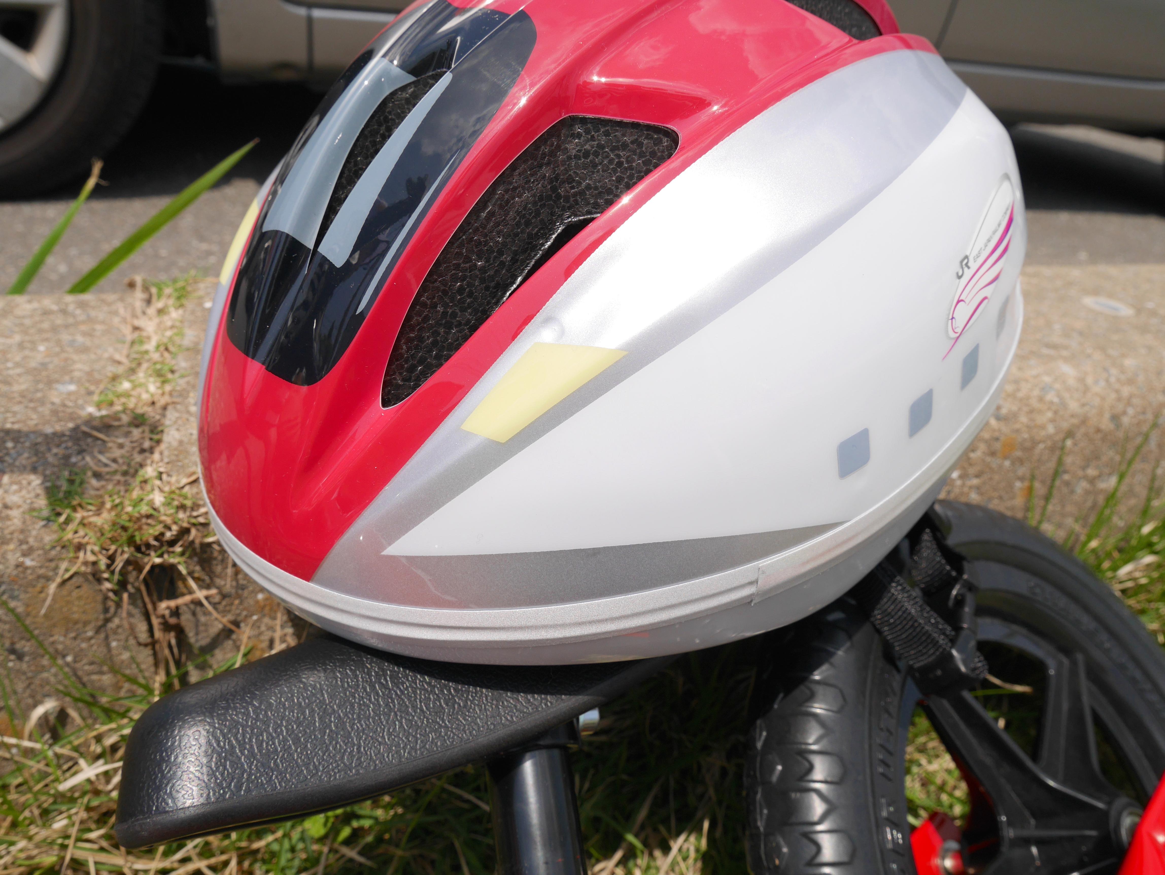 【ストライダーや自転車に】新幹線デザインの子供用ヘルメットがカッコイイ!